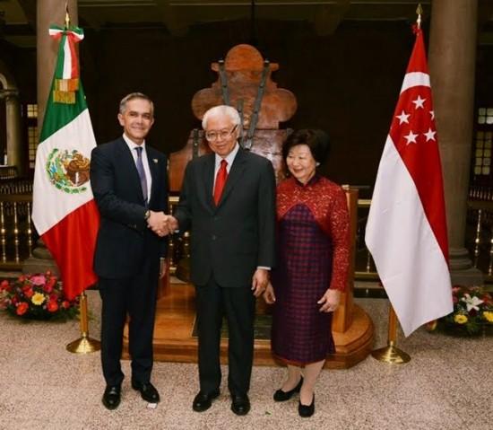 Mancera entrega llaves de la CDMX al presidente de Singapur