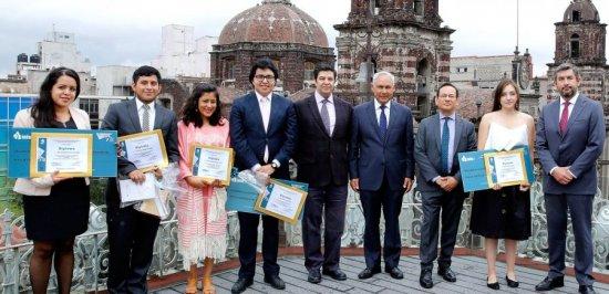 Premia INFODF a ganadores de Concurso de Ensayo