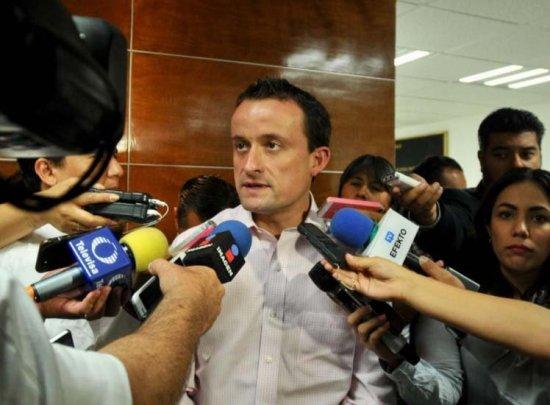 Mikel denunciará a Barrales por enriquecimiento ilicito