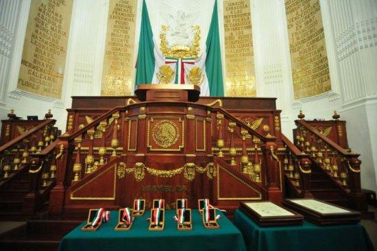 Otorga ALDF medallas al mérito
