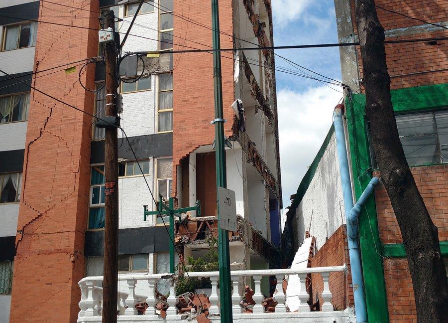 Vecinos desalojados se enfrentan a Kafka