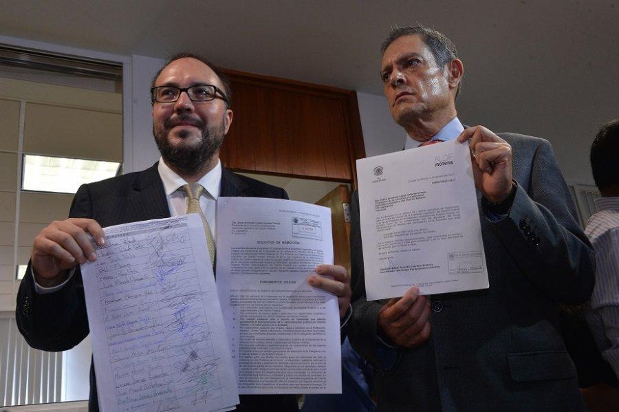 Entrega Toledo firmas para remocion de Salgado