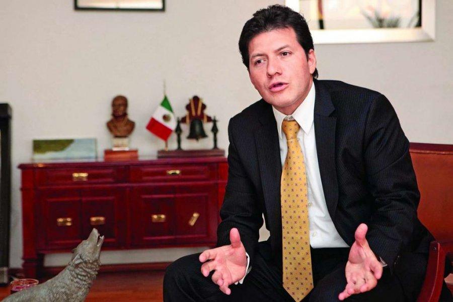 Victor Hugo Lobo libra destitucion por desacato