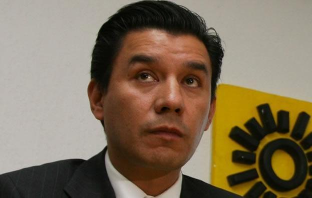 Valencia agradece y renuncia al PRD