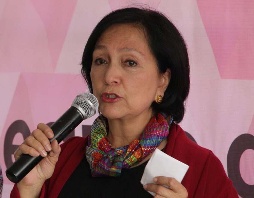 Migrantes deportados viajan esposados, asegura Amalia Garcia