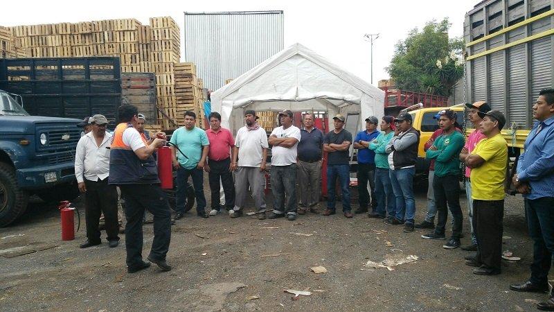 Capacitan en emergencias a comerciantes de CEDA