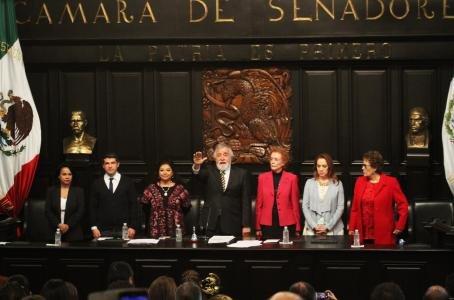 Designa Corte a Constituyentes para defender Carta Magna
