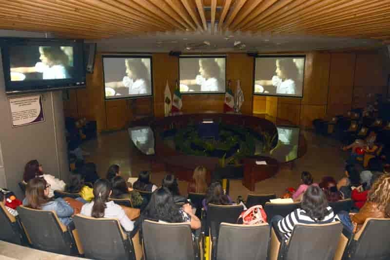 Debaten evolucion politica femenina en CDMX