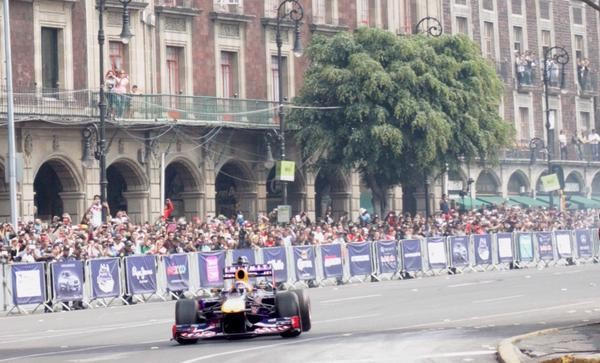 El Zocalo se convierte en pista de carreras