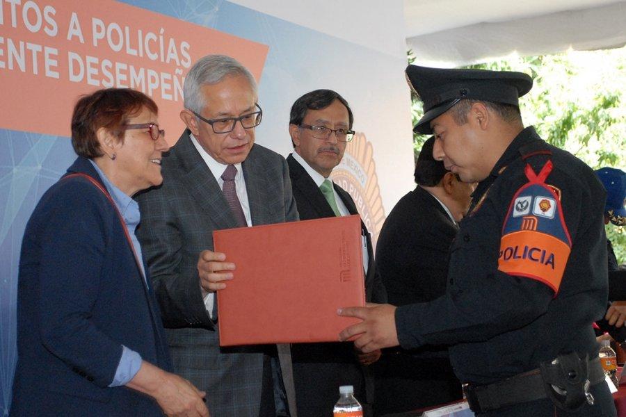Reconocen labor de policias del STC Metro