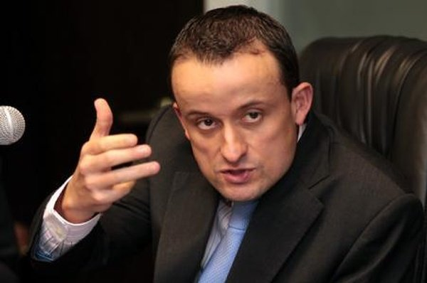 Renuncia Mikel Arriola al IMSS, va por la CDMX