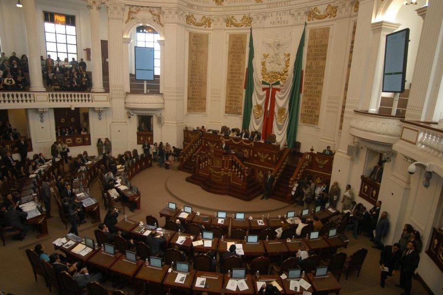 Aprueba ALDF que Contraloria informe sobre contratos de Monreal