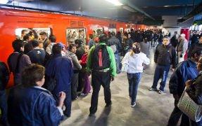 Piden reponer viaje en Metro por retrasos largos