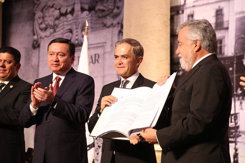 Mancera proclama la Constitucion CDMX