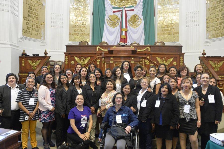 Alzan voz mujeres en parlamento de ALDF