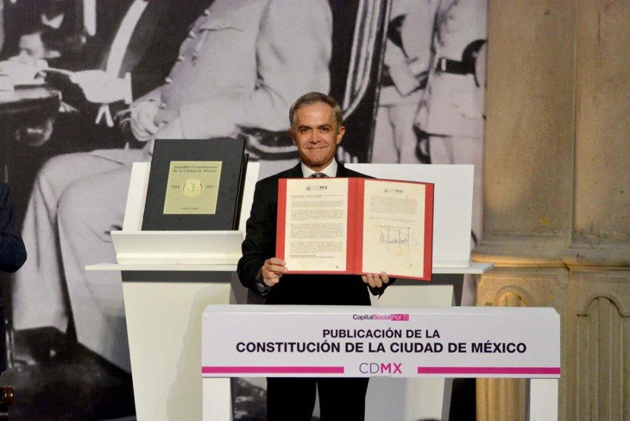 Morena cuestiona legalidad de Constitucion CDMX