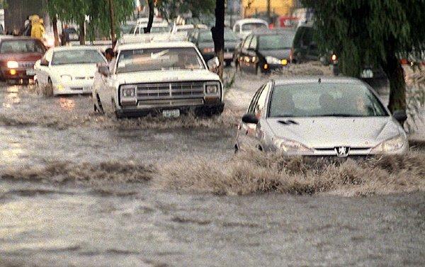 Se echan la bolita por inundaciones en el Valle de Mexico