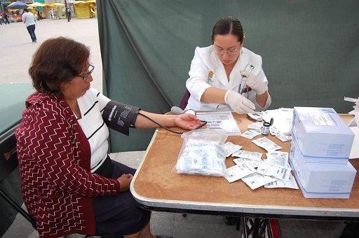 Atienden a 13 mil en jornadas medicas de Iztapalapa