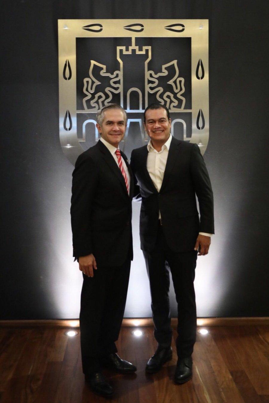 Zepeda y Mancera, en foto de amigos