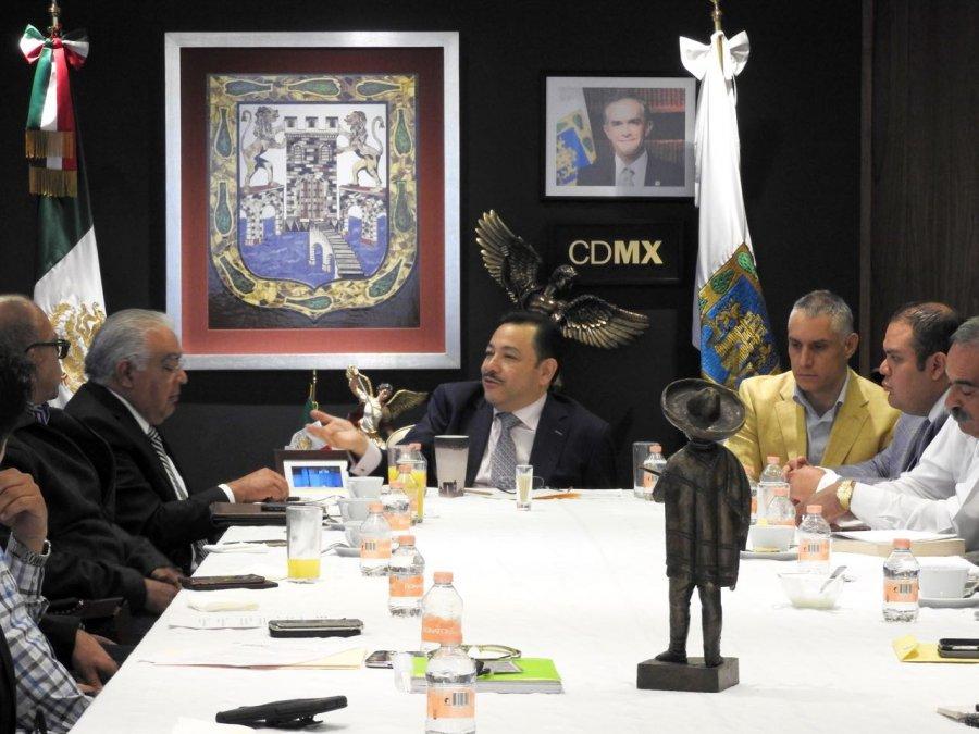 Transportistas insisten a Serrano, quieren nuevas tarifas