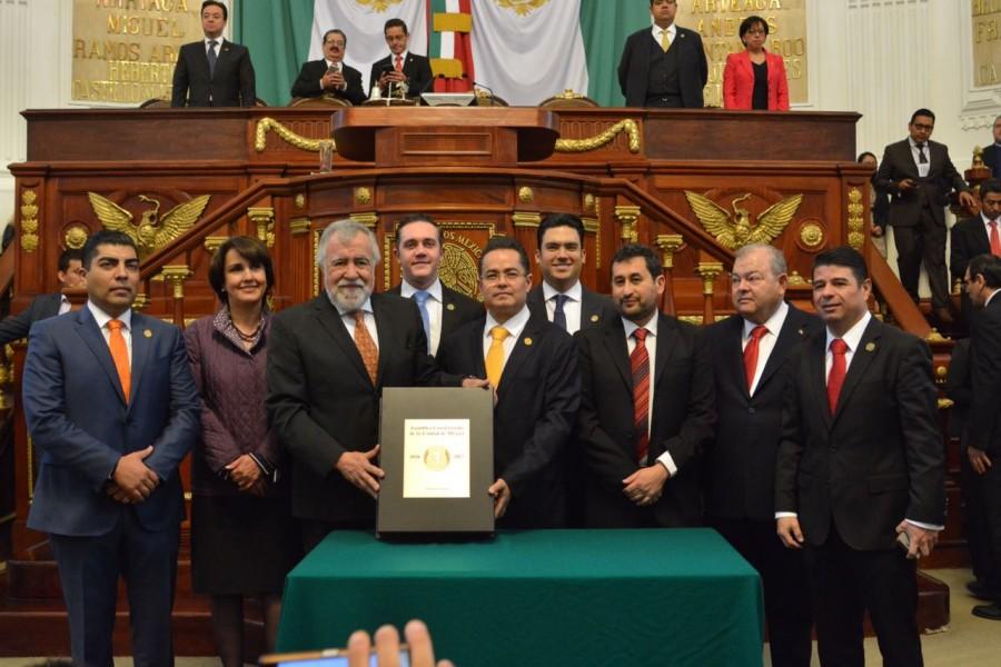 Recibe Asamblea Legislativa Constitucion de la Ciudad de Mexico