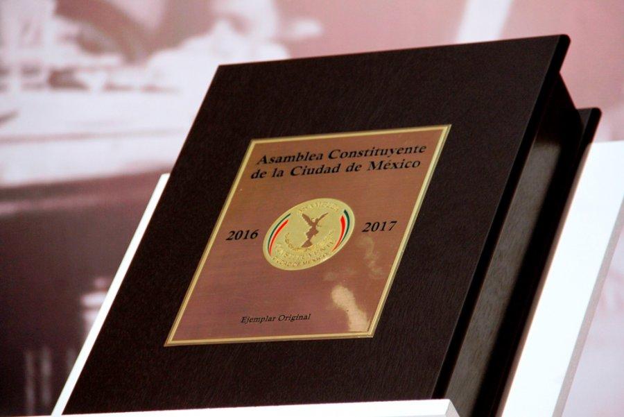 Defiende Mancera Constitucion CDMX